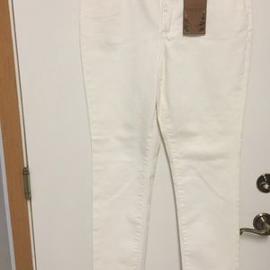 COLDWATER CREEK BRAND WHITE SLIM LEG PREMIUM DENIM